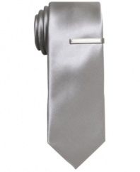 Lose a few inches and get hip to the new skinny shape of this skinny tie from Alfani RED.